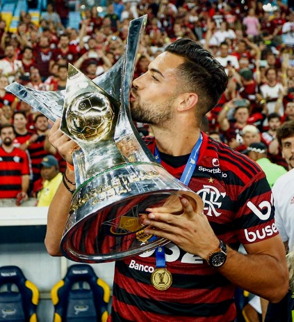He is the first spaniard to lift the Copa Libertadores title