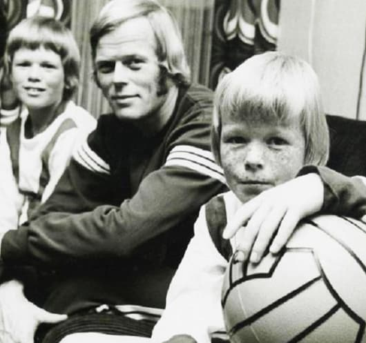 Childhood photo of Ronald Koeman with his father and older brother