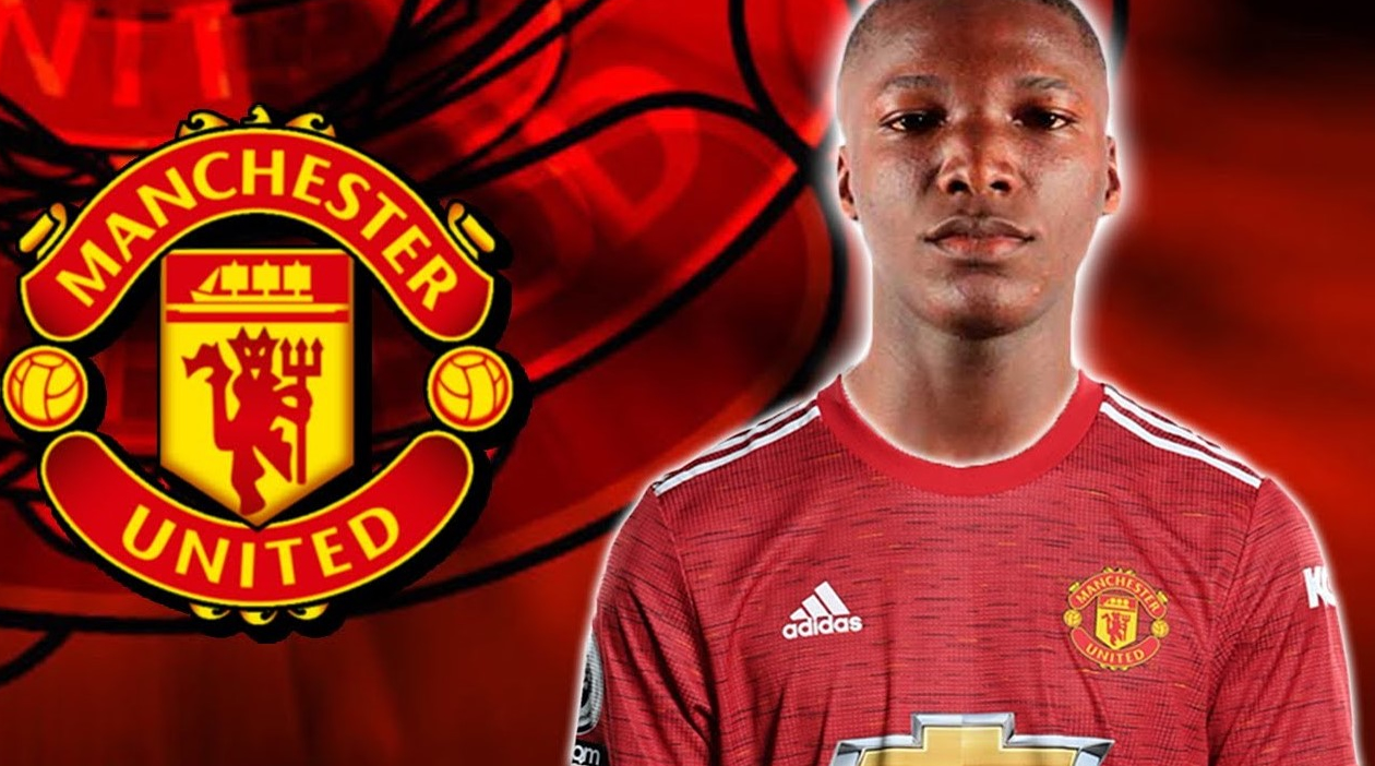 Fans of the midfielder are eager in seeing him join old Trafford.