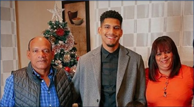 Photo of Ronald Araujo and his lovely parents