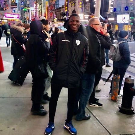 photo of Moises Caicedo in newyork for a vacation.