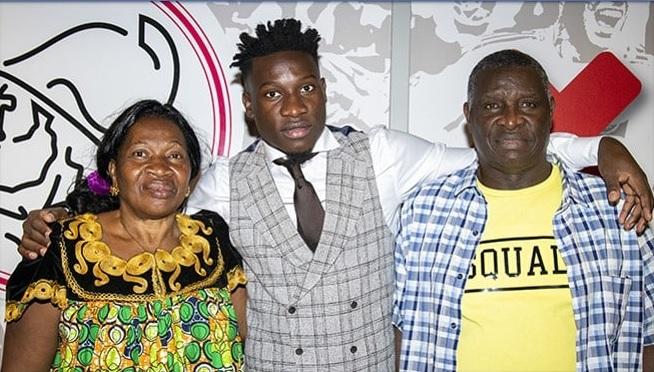 photo of the player and his parents.